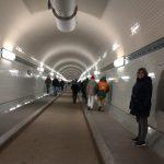 O Espetacular Elb Tunnel, que serviu de travessia subterrânea do rio Elba e tambem de bunker na segunda guerra